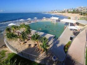 Kings Beach - Beachfront Salt Water Pool - Tourism Brisbane