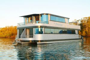 Coomera Houseboats - Tourism Brisbane